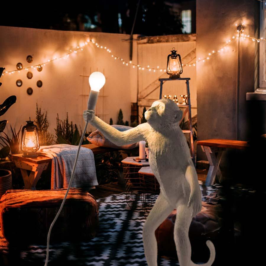 seletti-monkey-lamp-standing-white-outdoor-lichtraum24-01
