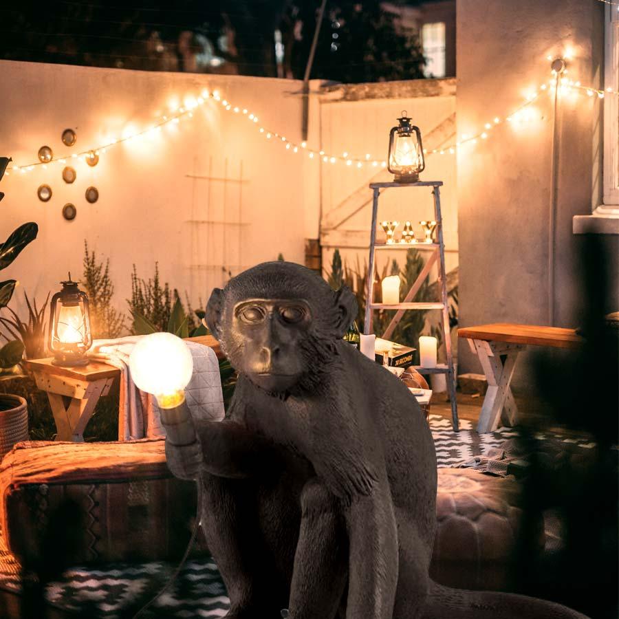 seletti-monkey-lamp-sitting-schwarz-outdoor-lichtraum24-01
