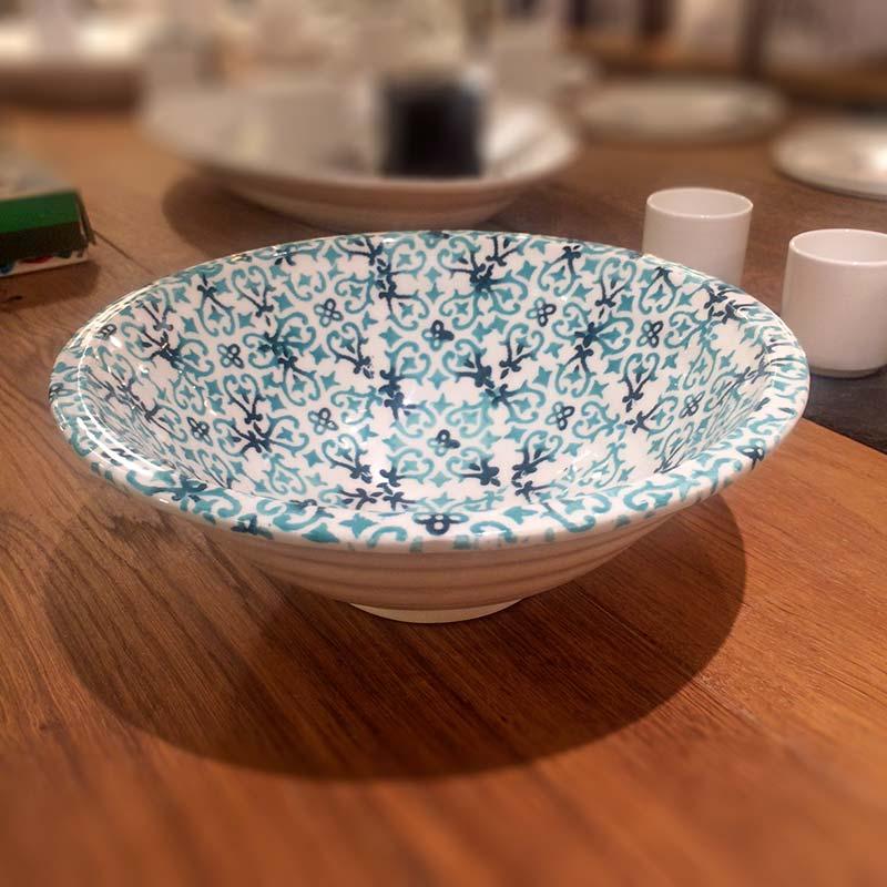 gr n form farbenfrohes keramikgeschirr aus italien in vielen variationen lichtraum24. Black Bedroom Furniture Sets. Home Design Ideas