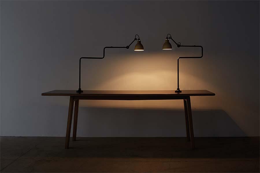 dcw-lampe-gras-n211-311-Anklemmleuchte-schreibtischleuchte-schwarz-lichtraum24-10